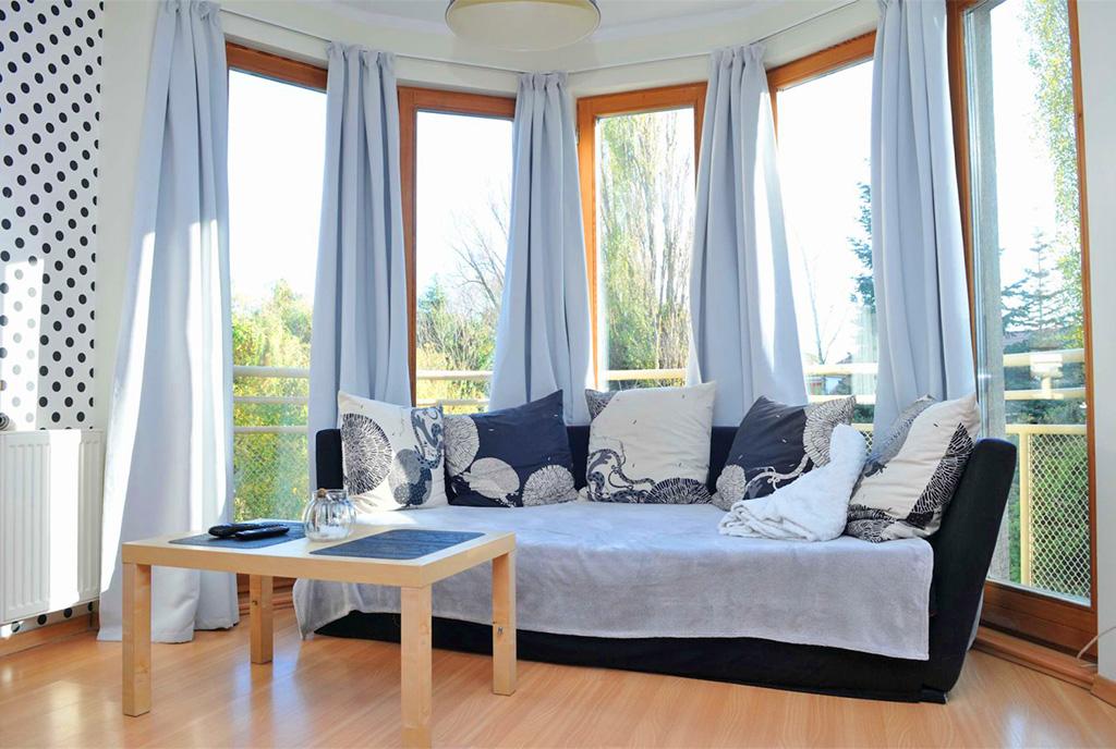 widok na pokój dzienny w luksusowym apartamencie do sprzedaży Szczecin