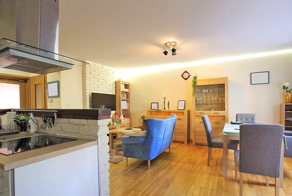 elegancki pokój gościnny w luksusowym apartamencie na sprzedaż Legnica (okolice)