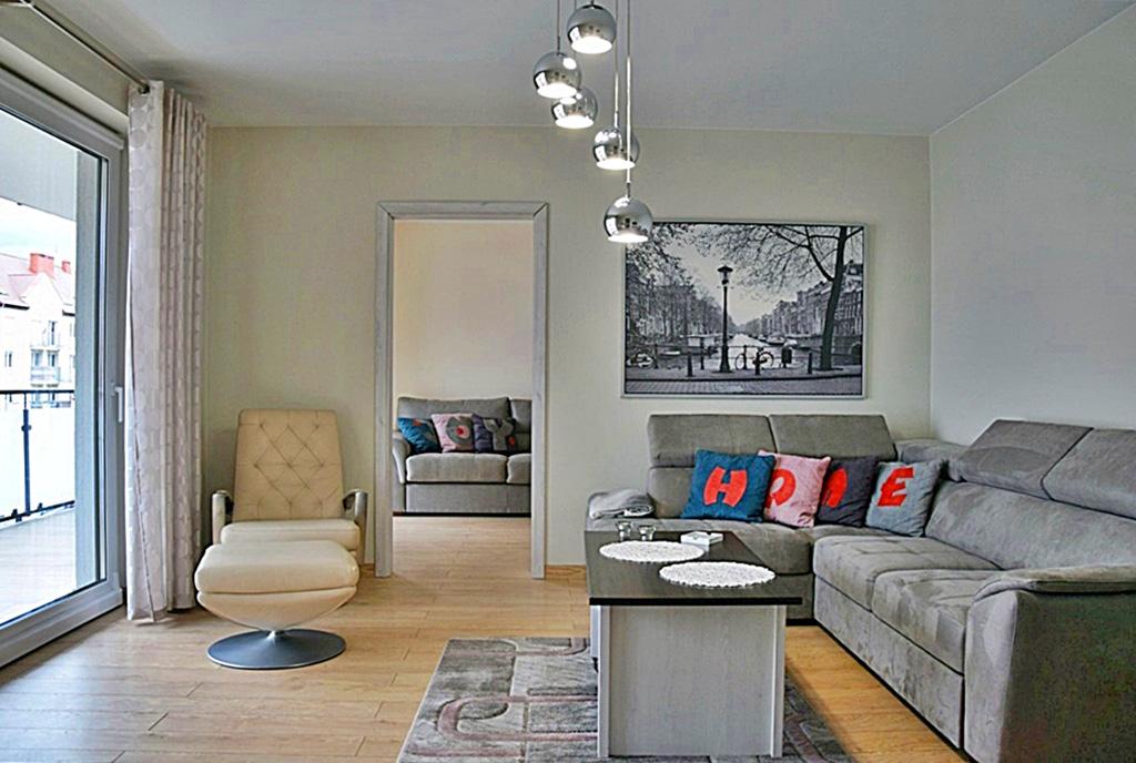 nowoczesny salon w ekskluzywnym apartamencie do wynajęcia Bolesławiec
