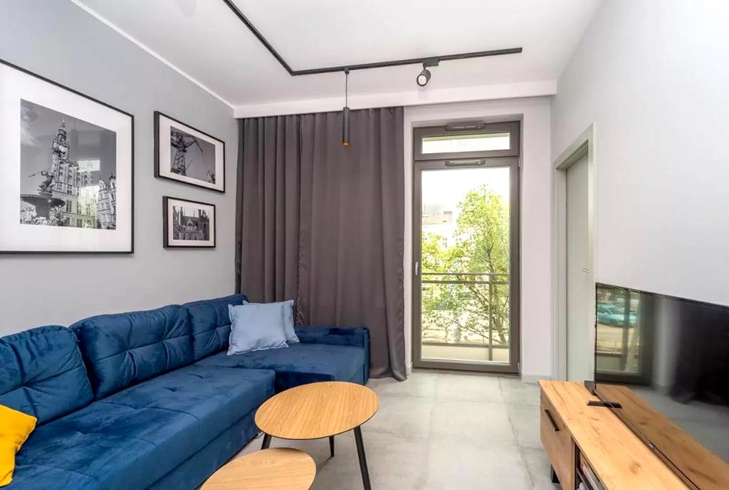 widok na nowoczesny salon w ekskluzywnym apartamencie do wynajęcia Gdańsk