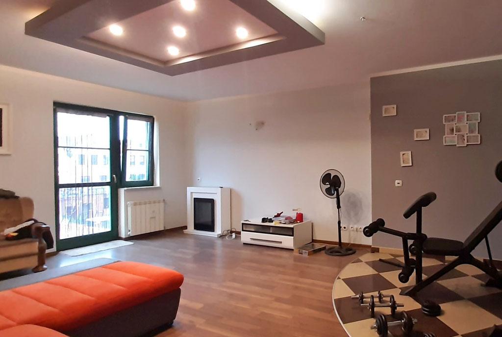 druga strona salonu w ekskluzywnym apartamencie na wynajem Legnica (okolice)