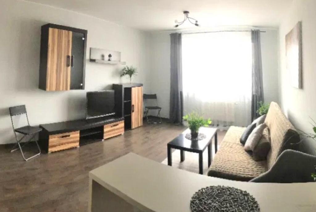 druga strona pokoju dziennego w ekskluzywnym apartamencie do wynajęcia Szczecin