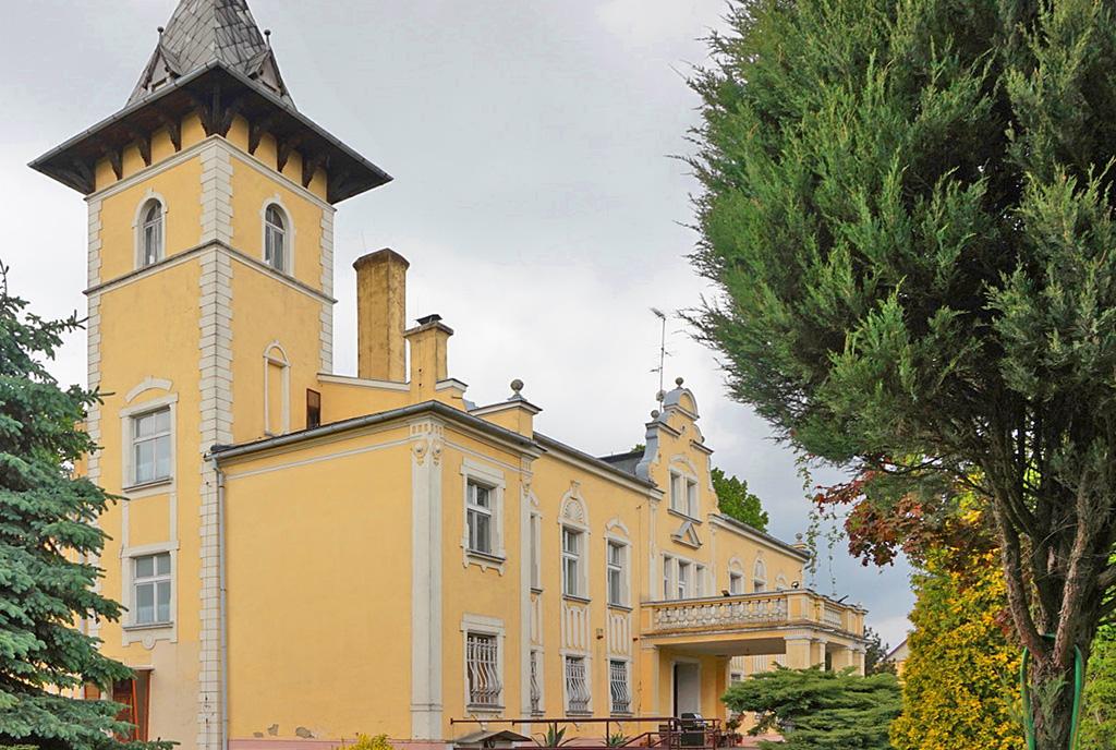 imponująca rozmachem bryła ekskluzywnego pałacu do sprzedaży Wielkopolska
