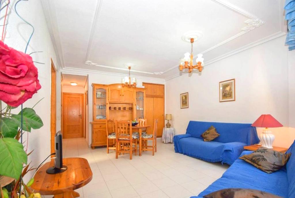 elegancki pokój dzienny w ekskluzywnym apartamencie do sprzedaży Hiszpania (La Mata)