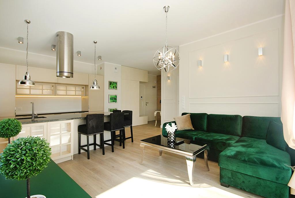 widok na salon i aneks kuchenny w ekskluzywnym apartamencie do wynajęcia Szczecin