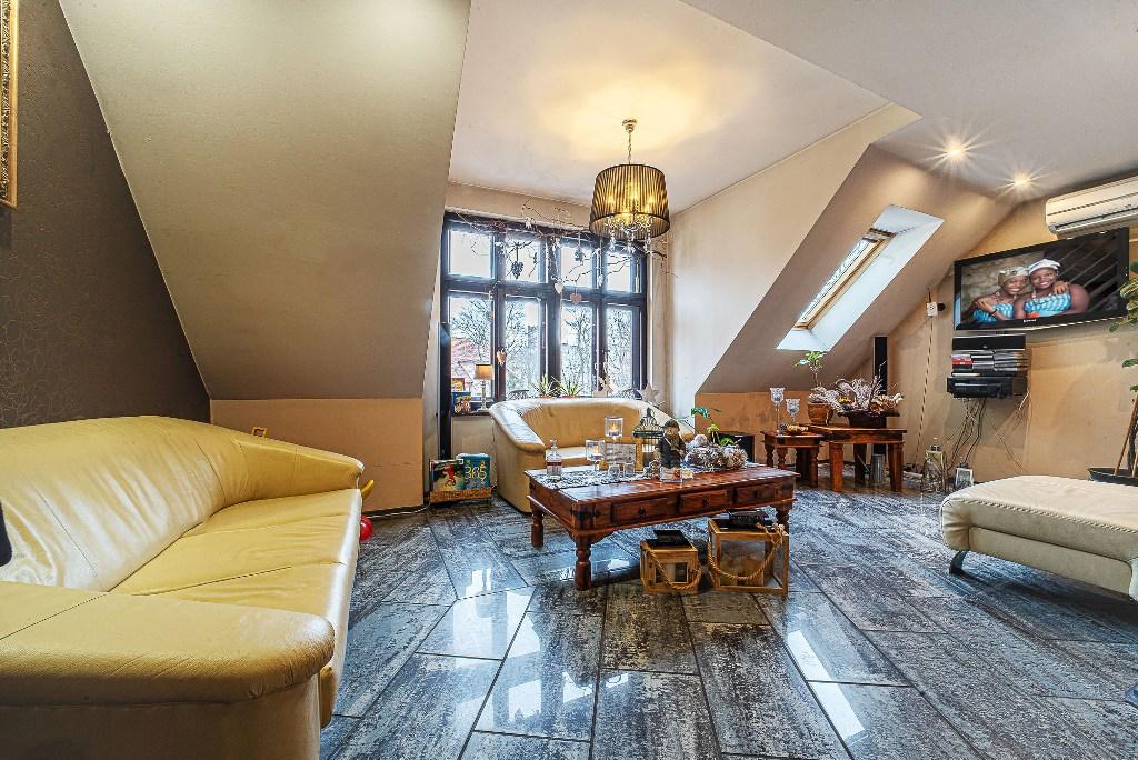 przeciwległa strona salonu w luksusowym apartamencie do sprzedaży Bolesławiec