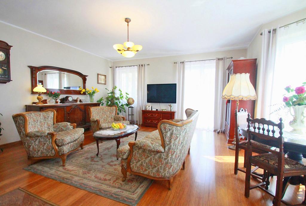 wytworny pokój gościnny w ekskluzywnej willi do sprzedaży Sieradz (okolice)