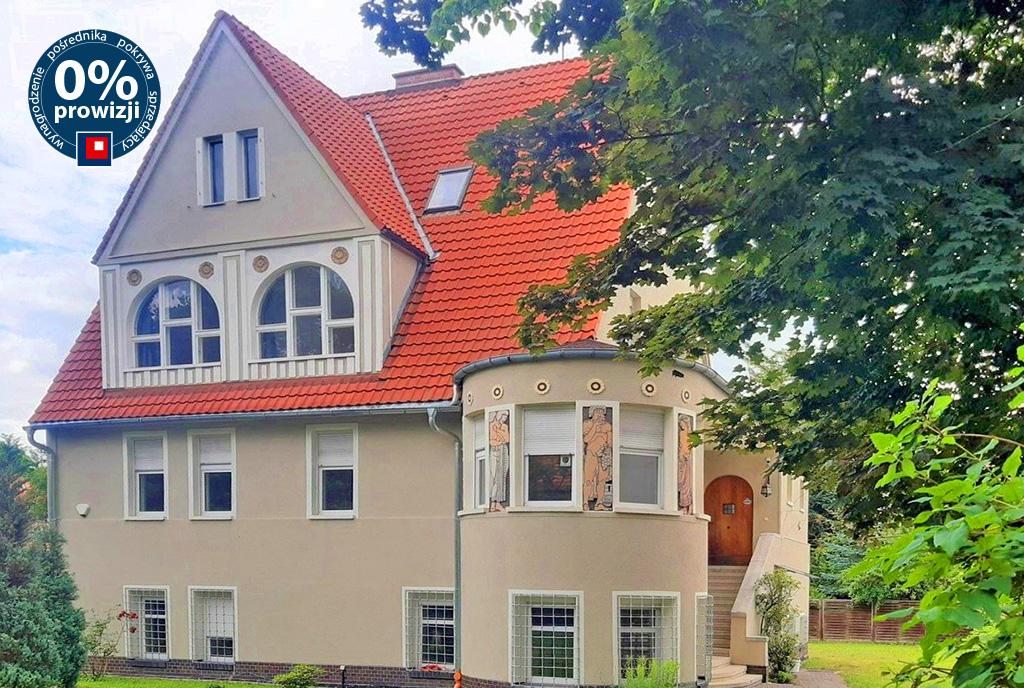 imponująca rozmachem bryła luksusowej willi do wynajęcia Wrocław