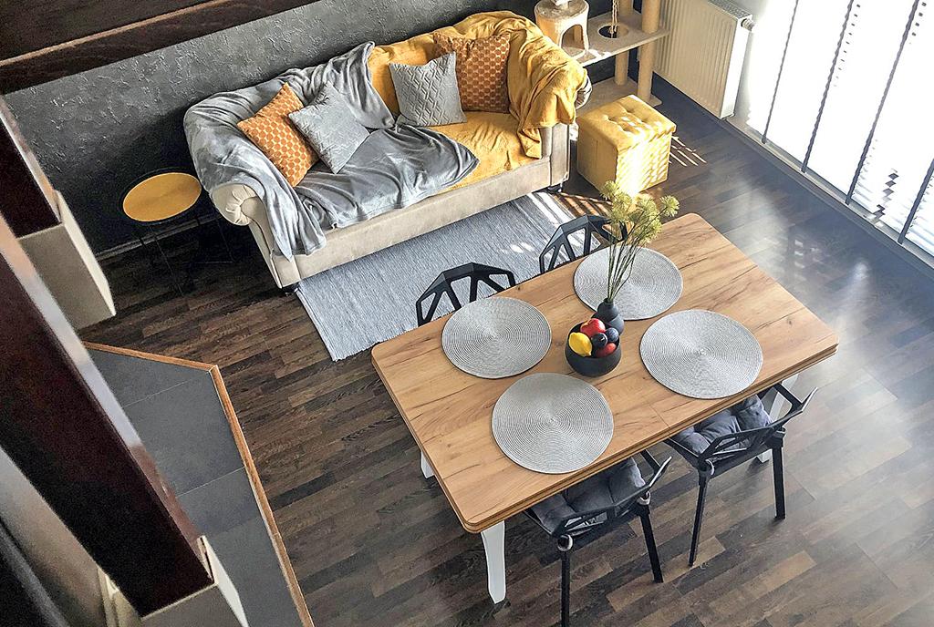 widok z góry na salon w ekskluzywnym apartamencie do sprzedaży Gdańsk