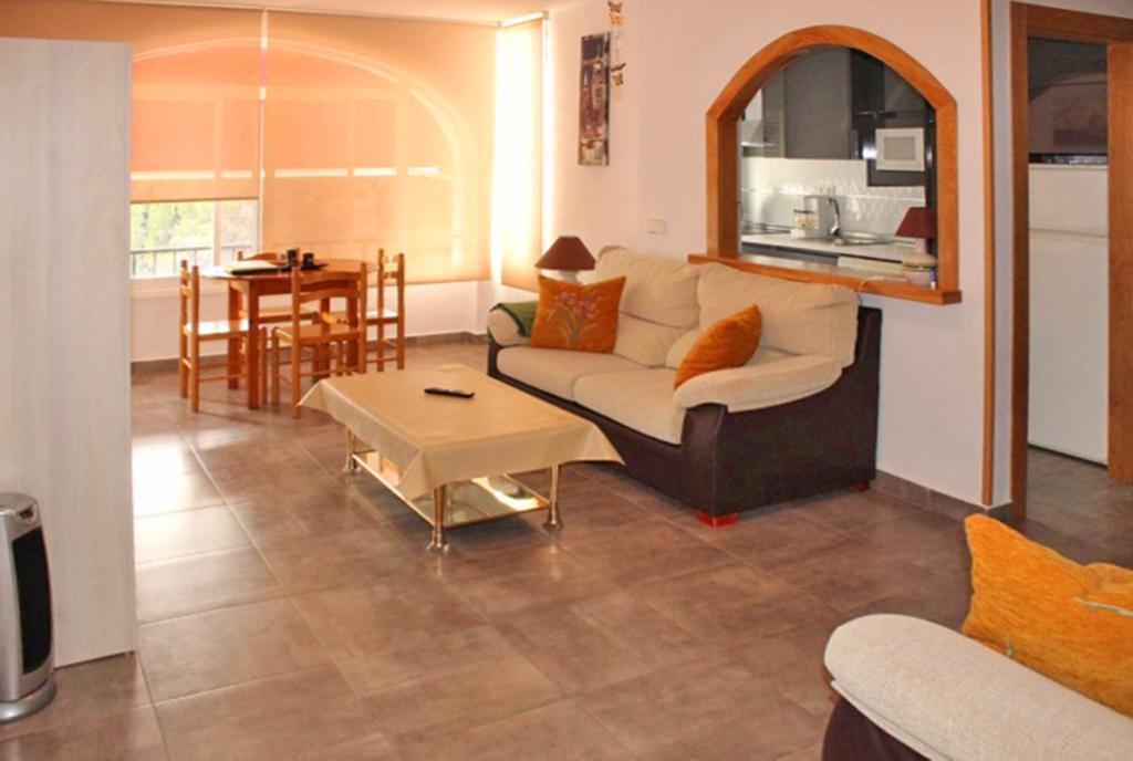 stylowy pokój dzienny w luksusowym apartamencie na sprzedaż Hiszpania (Costa Blanca, Orihuela Costa)