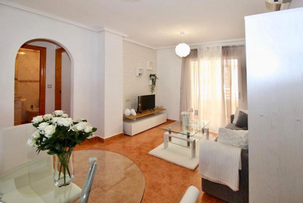 jasny i widny salon w luksusowym apartamencie na sprzedaż Hiszpania (Costa Blanca, Torrevieja)