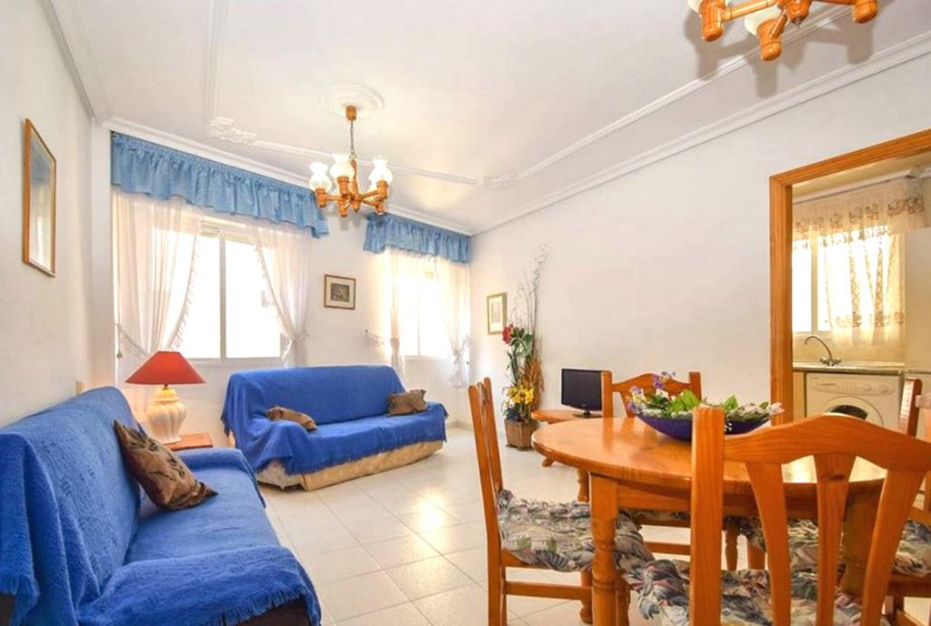 elegancki pokój dzienny w luksusowym apartamencie na sprzedaż Hiszpania (La Mata)