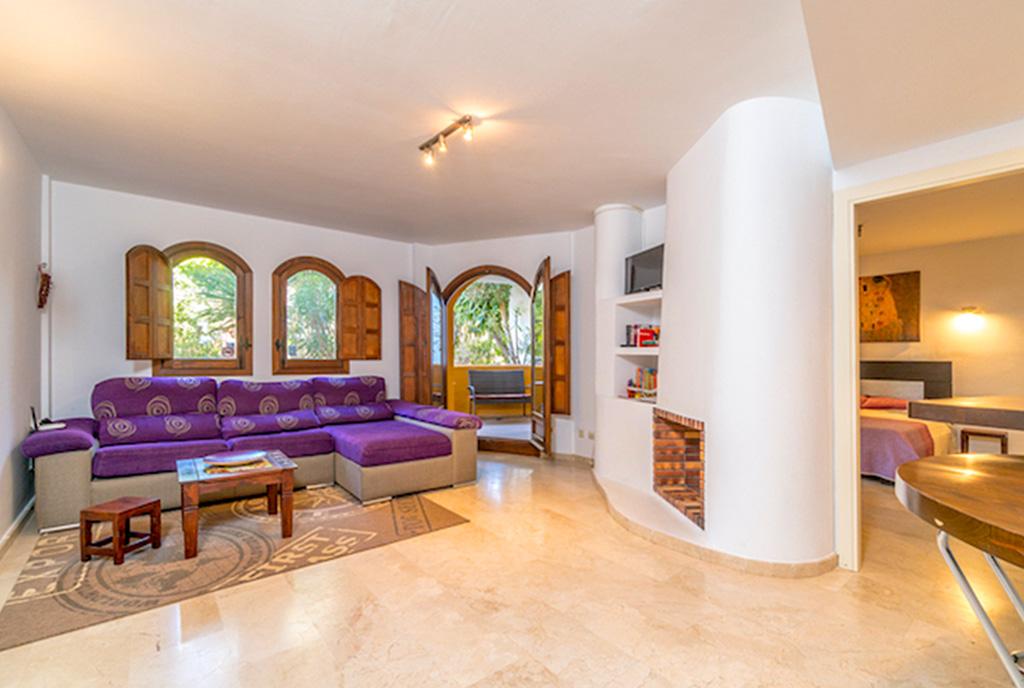 okazały salon w ekskluzywnym apartamencie do sprzedaży Hiszpania (Punta Prima)