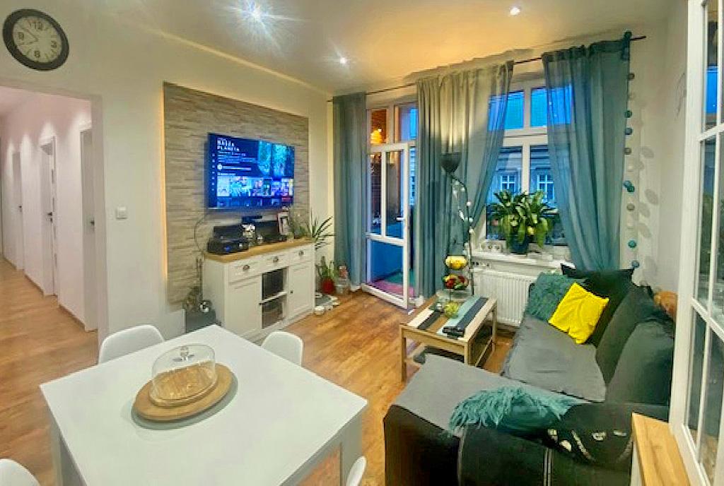 stylowy pokój dzienny w ekskluzywnym apartamencie do sprzedaży Świdnica