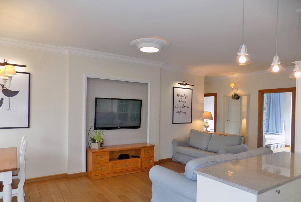 okazały pokój dzienny w luksusowym apartamencie na sprzedaż Ełk