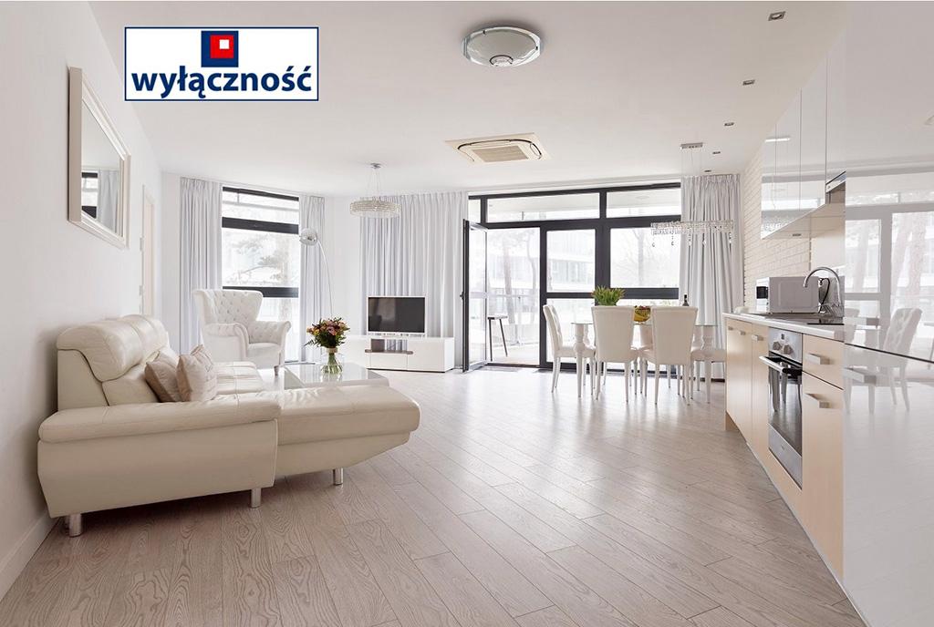 salonu i wnętrze ekskluzywnego apartamentu do sprzedaży nad morzem