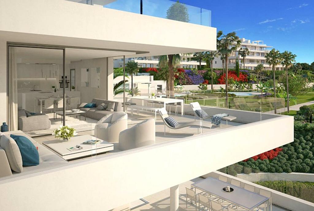 na zdjęciu olbrzymi taras przy luksusowym apartamencie Hiszpania (Fuengirola, Malaga, Costa del Sol) na sprzedaż