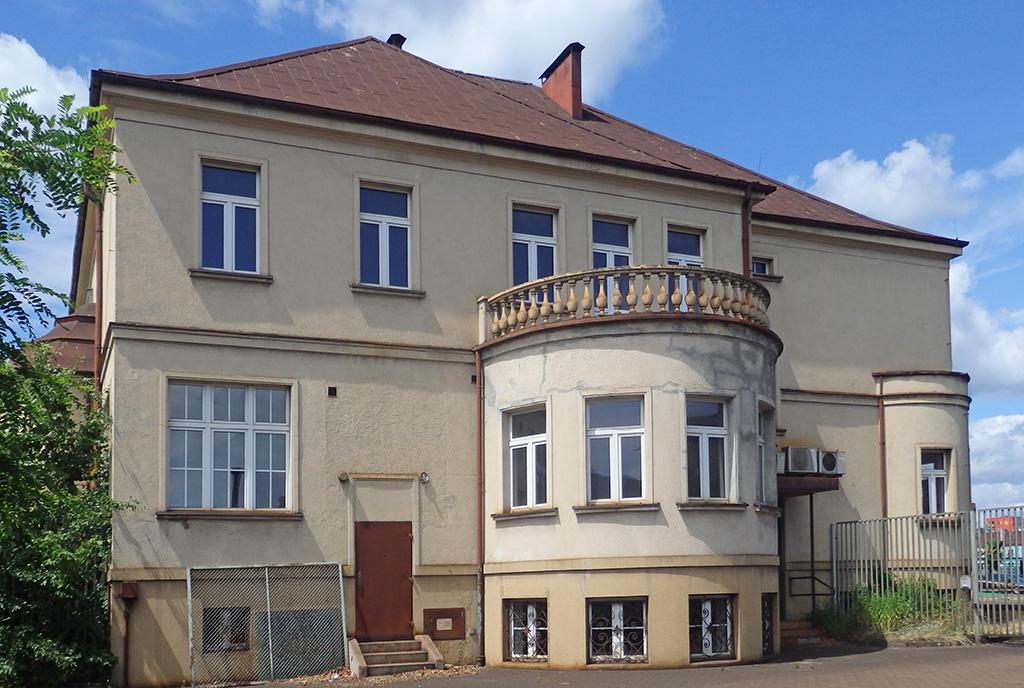 tylna strona luksusowej willi na sprzedaż Katowice (okolice)